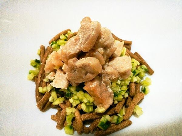 犬猫の腎臓病におすすめレシピ「鶏肉ときゅうりのっけごはん」