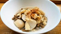 犬猫のシニア・老犬におすすめレシピ「鶏皮と里芋の汁かけごはん」