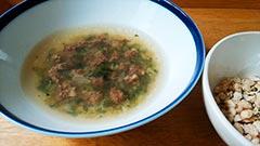 犬猫の馬肉を使ったレシピ「養生野菜と馬肉ミンチのスープ」